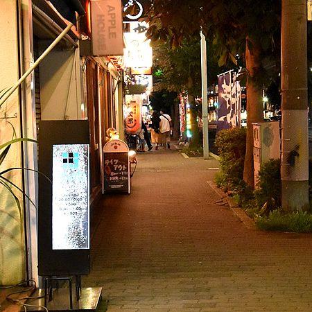 夜の街を散歩